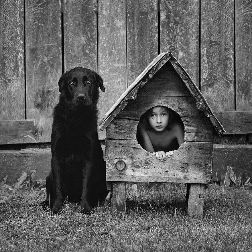 un p re prend des photos vraiment touchantes de ses enfants et leurs animaux dans un magnifique. Black Bedroom Furniture Sets. Home Design Ideas