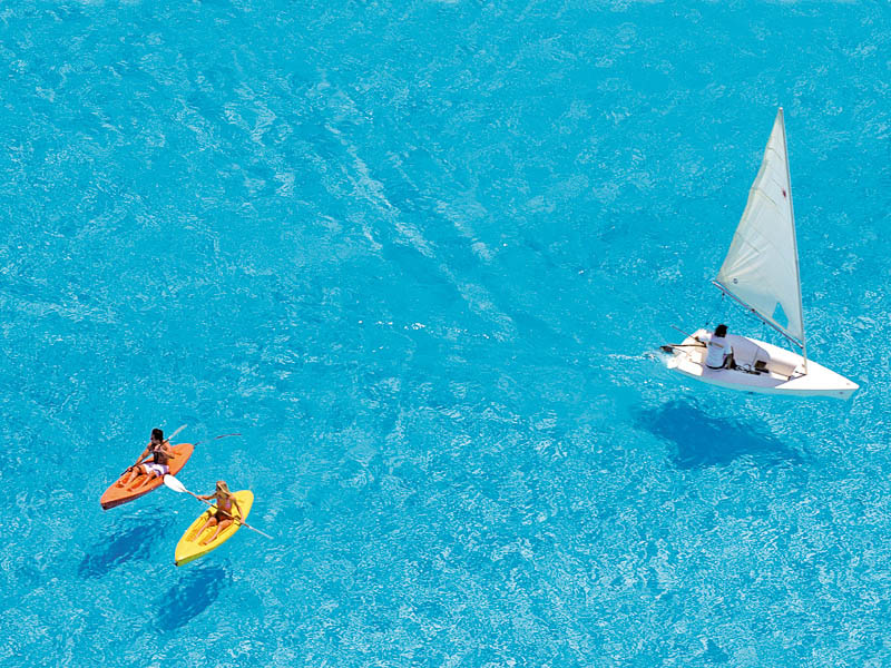 Worlds-Largest-Swimming-Pool-3