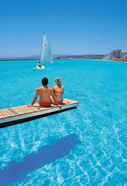 La plus grande piscine du monde est tout simplement - La plus grande piscine du monde ...