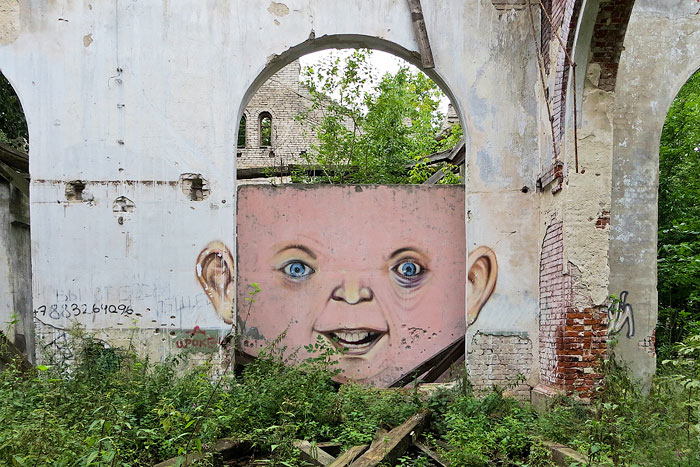 Street art interacts with nature 25