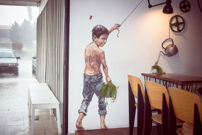 Street art interacts with nature 29