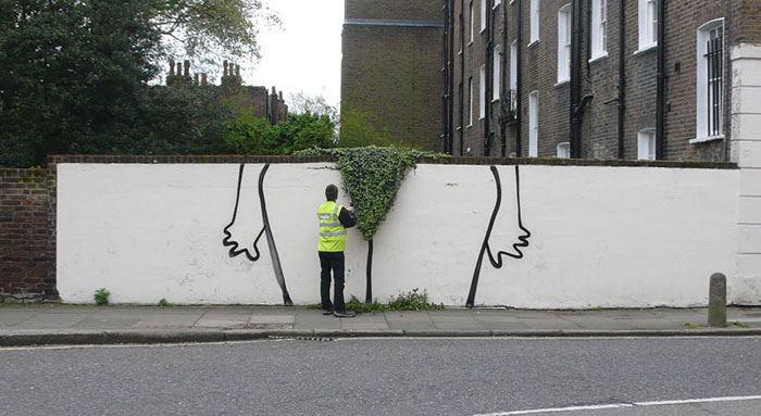 Street art interacts with nature 7