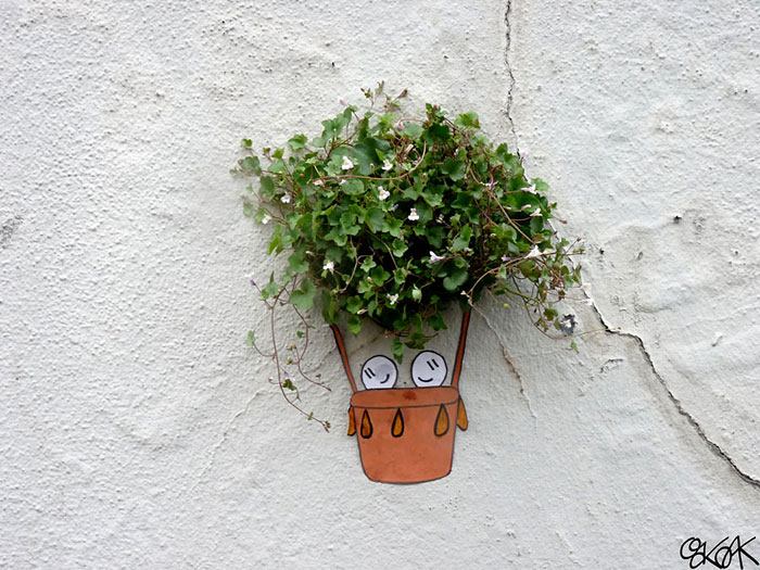Street art interacts with nature 9