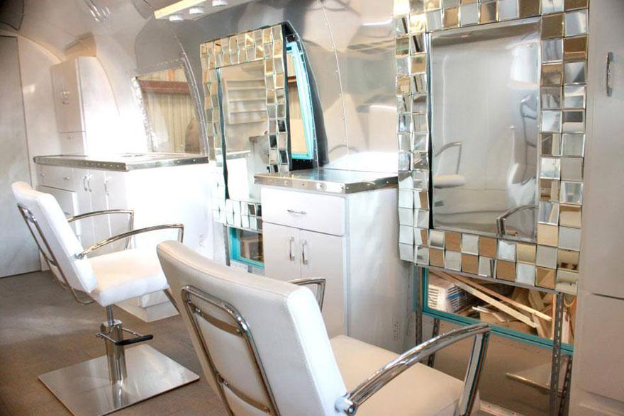 attendez de d couvrir ce en quoi elle a transform ce vieux camping car non pas une maison. Black Bedroom Furniture Sets. Home Design Ideas