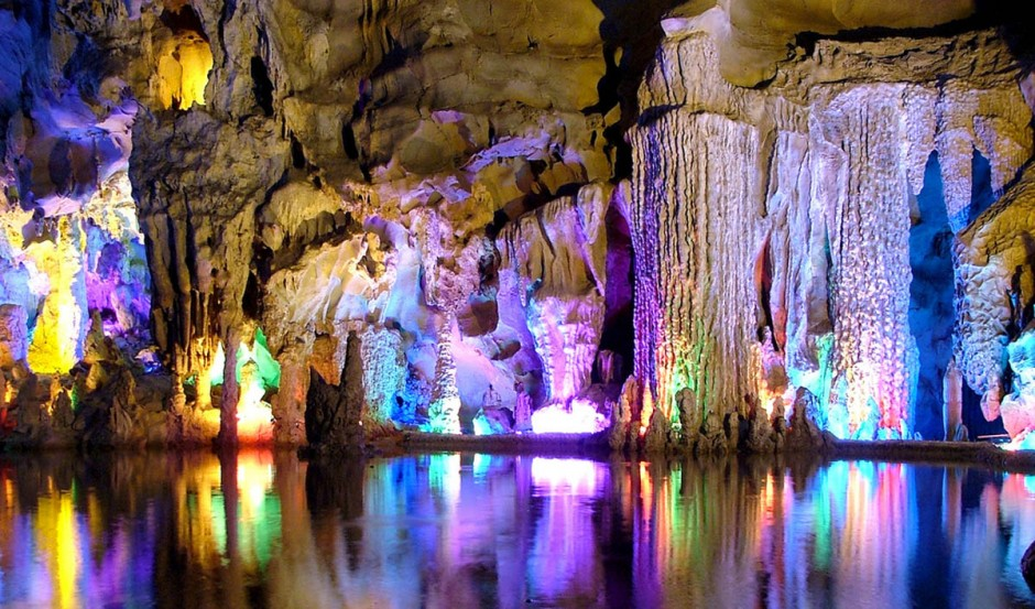 Reed-Flute-Cave-Guilin-Chine