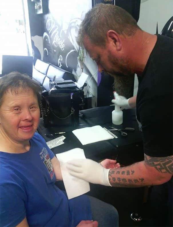 Femme trisomique tatouage 1