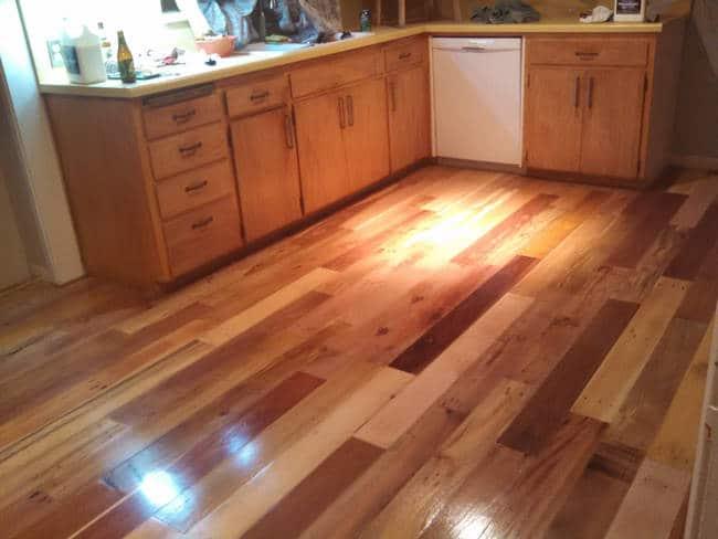 pendant des mois cette famille a mis de c t des palettes en bois pour un r sultat incroyable. Black Bedroom Furniture Sets. Home Design Ideas