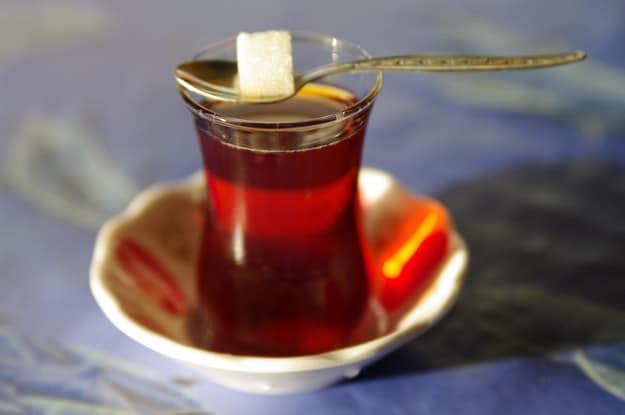 Voil ce quoi ressemble une tasse de th dans 21 pays for Cocktail 4 etages