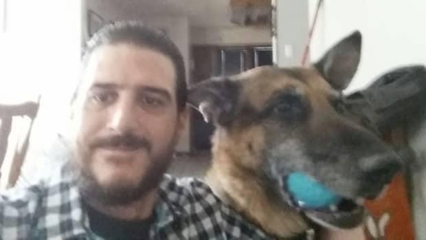 Homme retrouve chien