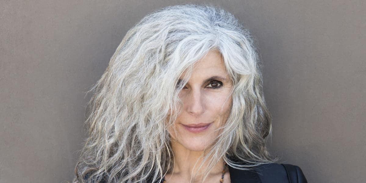 Cheveux gris a la mode fb