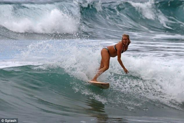 surfeuse enceinte 1