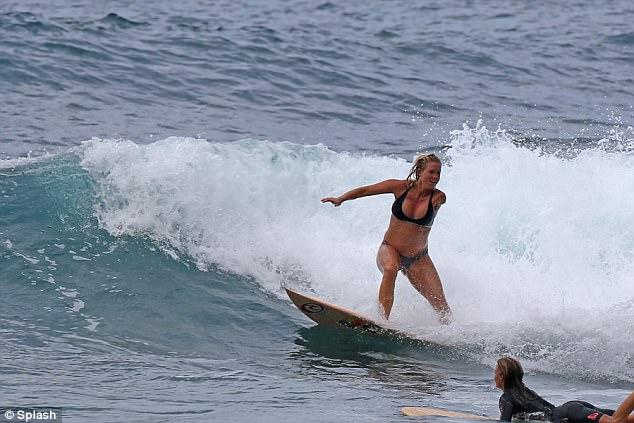 Surfeuse enceinte 3
