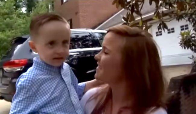 La bonne action d'un garçonnet de cinq ans fait pleurer...