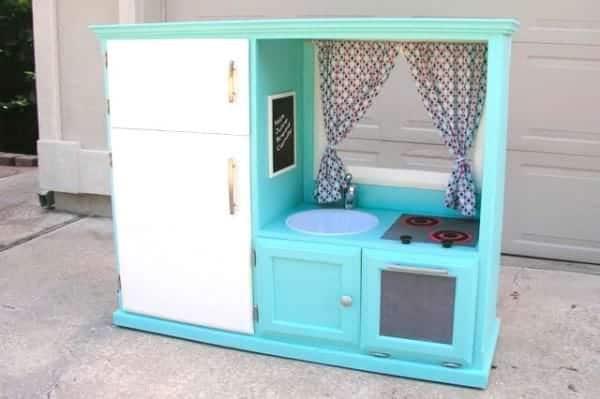 Populaire Son vieux meuble à télévision était inutile, jusqu'à ce qu'elle le  NJ59