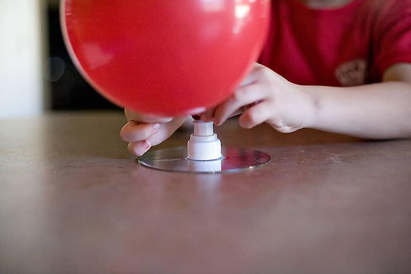 Comment gonfler un ballon sans h lium - Faire tenir des ballons en l air sans helium ...