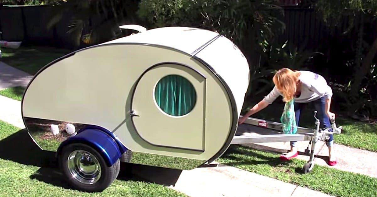 on dirait un petit camping car ordinaire mais quand elle tire la poign e incroyable. Black Bedroom Furniture Sets. Home Design Ideas