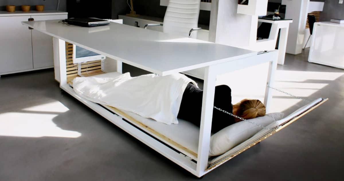 ce bureau sp cial sieste se transforme en lit et vous. Black Bedroom Furniture Sets. Home Design Ideas