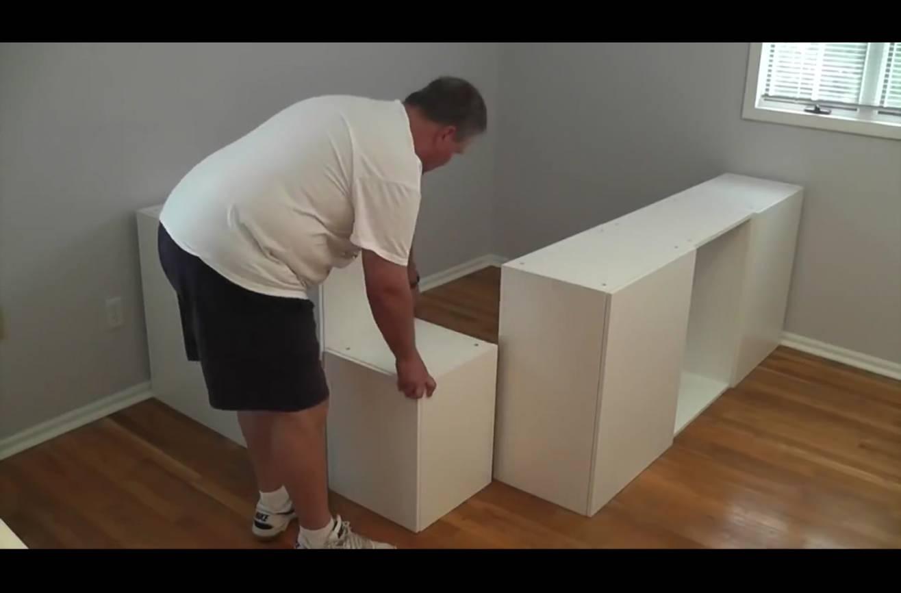 il emm ne tous les tiroirs de sa cuisine ikea dans sa chambre et ce qu 39 il en fait est tout. Black Bedroom Furniture Sets. Home Design Ideas