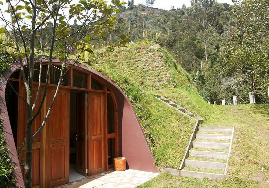 120715-Pre-Fab-Hobbit-Houses-2