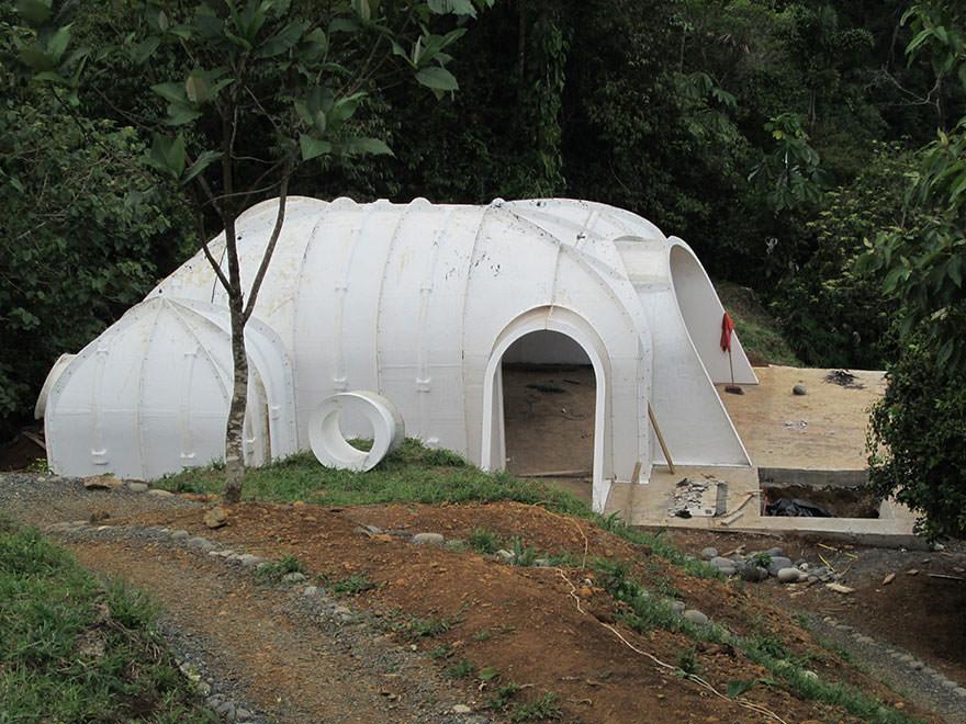120715-Pre-Fab-Hobbit-Houses-3