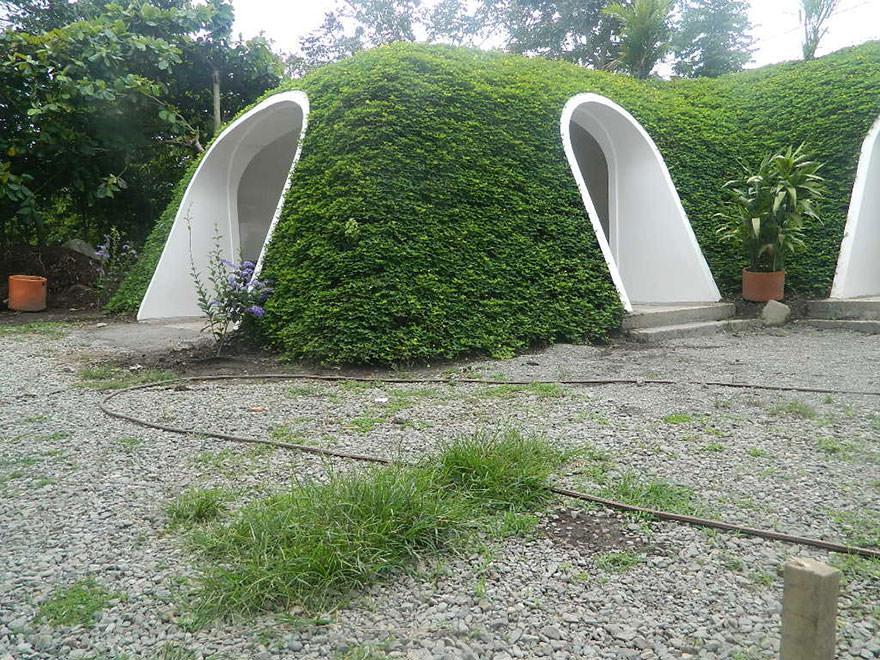 120715-Pre-Fab-Hobbit-Houses-4