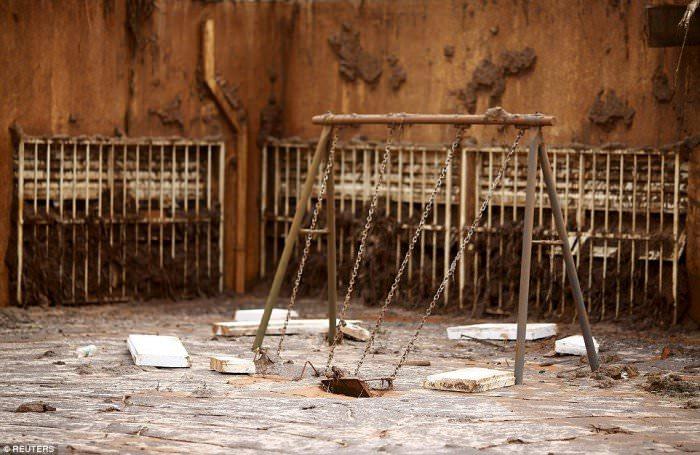 120915-la-pire-catastrophe-humanitaire-et-environnementale-11