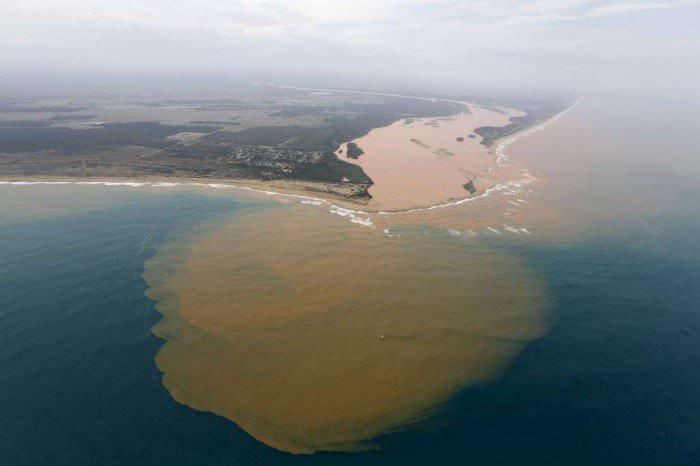 120915-la-pire-catastrophe-humanitaire-et-environnementale-2