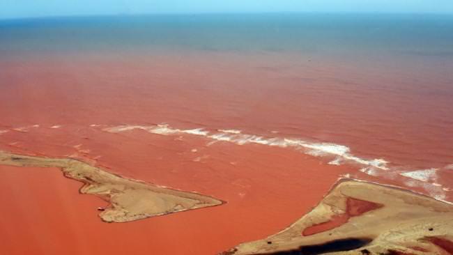 120915-la-pire-catastrophe-humanitaire-et-environnementale-3