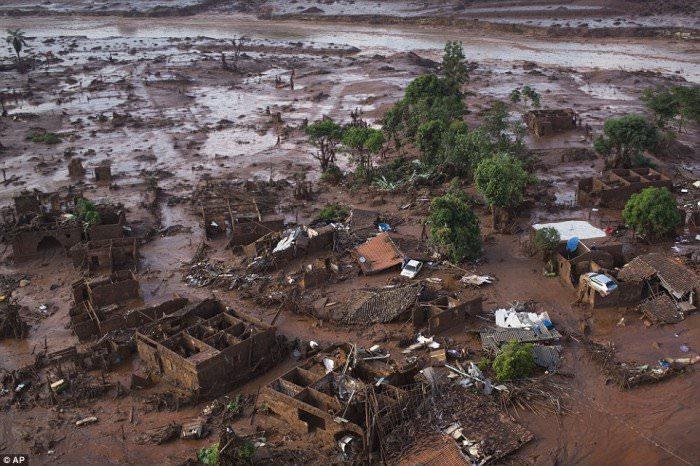 120915-la-pire-catastrophe-humanitaire-et-environnementale-6
