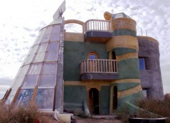 121415 earthships featured