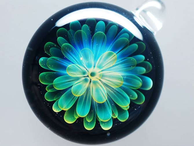 123115-universe-glass-pendants-10
