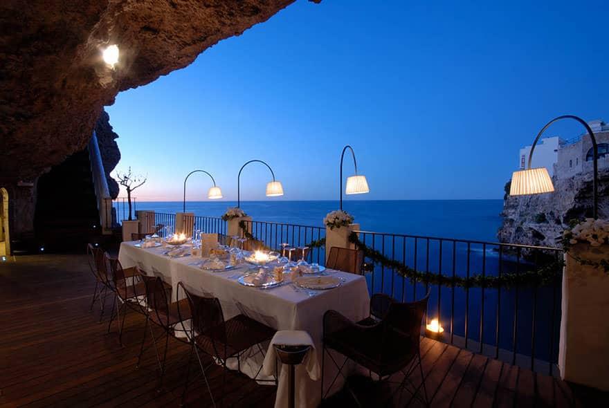 Ce Restaurant Construit Dans Une Grotte Italienne Vous