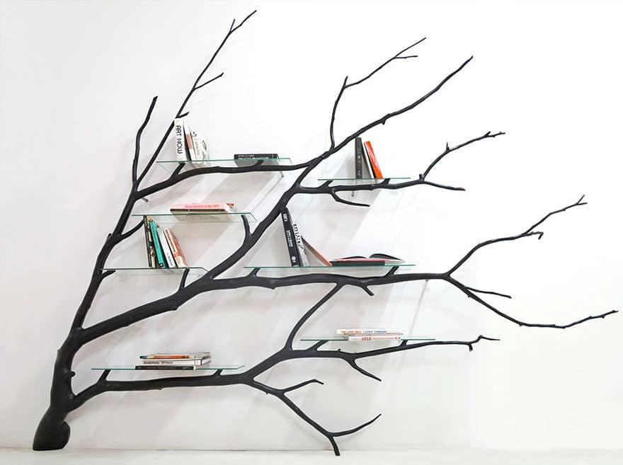 un artiste trouve une branche d 39 arbre cass e sur la route et la transforme en une tag re. Black Bedroom Furniture Sets. Home Design Ideas
