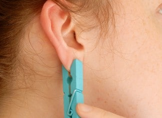 012916 pain relief method putting clothespin on ear featured