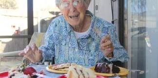 Une femme de 90 ans f