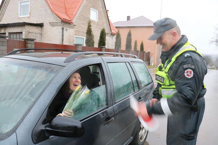 Ce_que_font_les_policiers-06