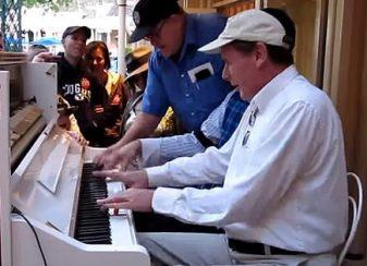 2 pianistes jouaient un boogie f