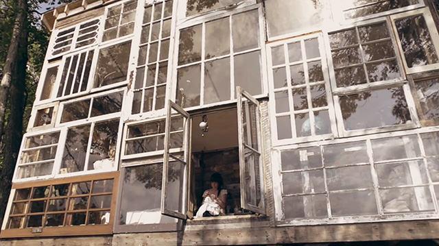 Ce_couple_d'artistes_construit_un-05