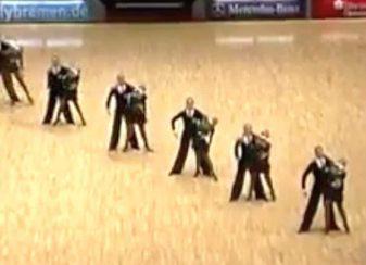 Ces danseurs se sont mis f