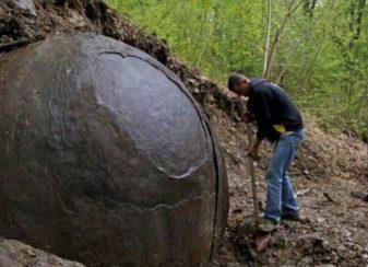Une sphère géante a été f