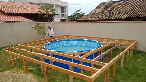 Il voulait une piscine dans son jardin mais souhaitait conomiser de l argen - Transformer une piscine ...