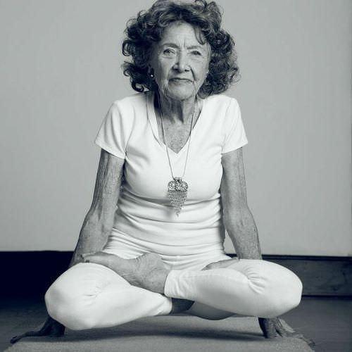 Cette étonnante professeure de yoga 01