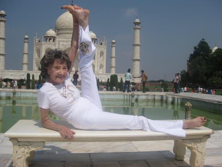 Cette étonnante professeure de yoga 02