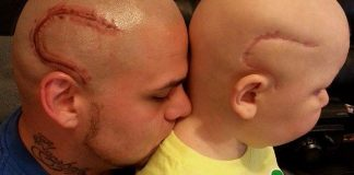 Un père se fait tatouer f