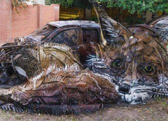 Un artiste transforme des déchets f