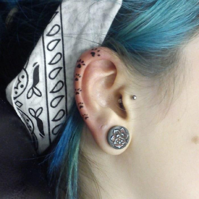 Le tatouage sur lhelix est 02s