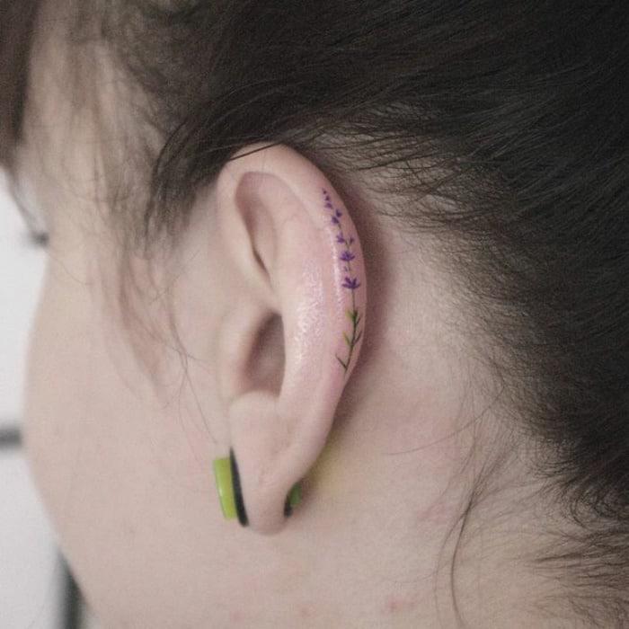 Le tatouage sur lhelix est 03s