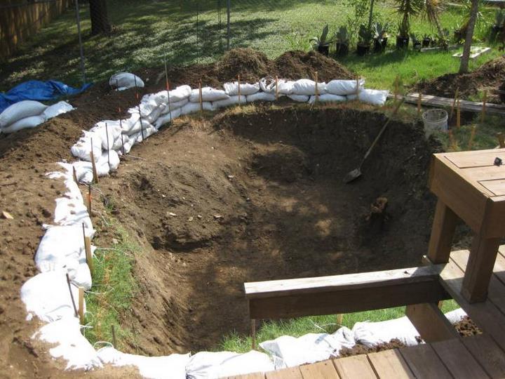 cet homme a transform un hideux trou dans le jardin en une piscine paradisiaque. Black Bedroom Furniture Sets. Home Design Ideas