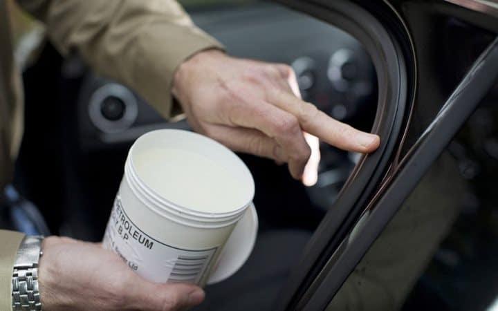 42 astuces de nettoyage efficaces pour votre voiture for Astuce nettoyage voiture interieur
