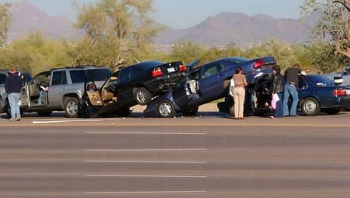 25 accidents de voiture completement 05